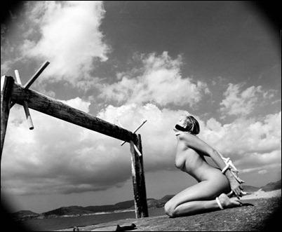Черно-белая эротика в фотографиях