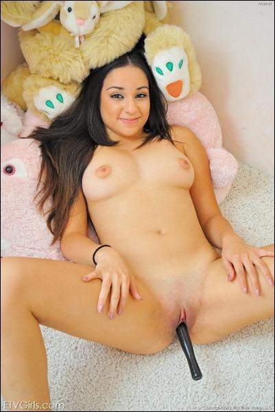 Юная девушка FTV Marisol мастурбирует до оргазма