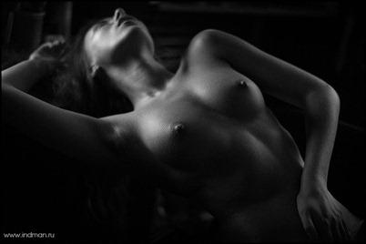 Черно-белая фотография в эротике