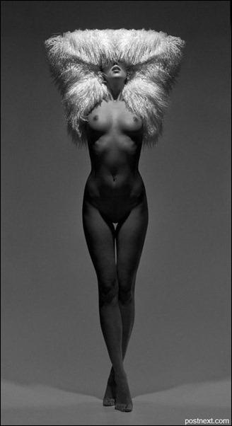 Черно-белые девушки в фотографии