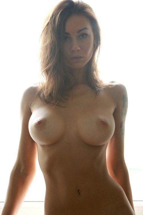 обнаженная женская попка фото: