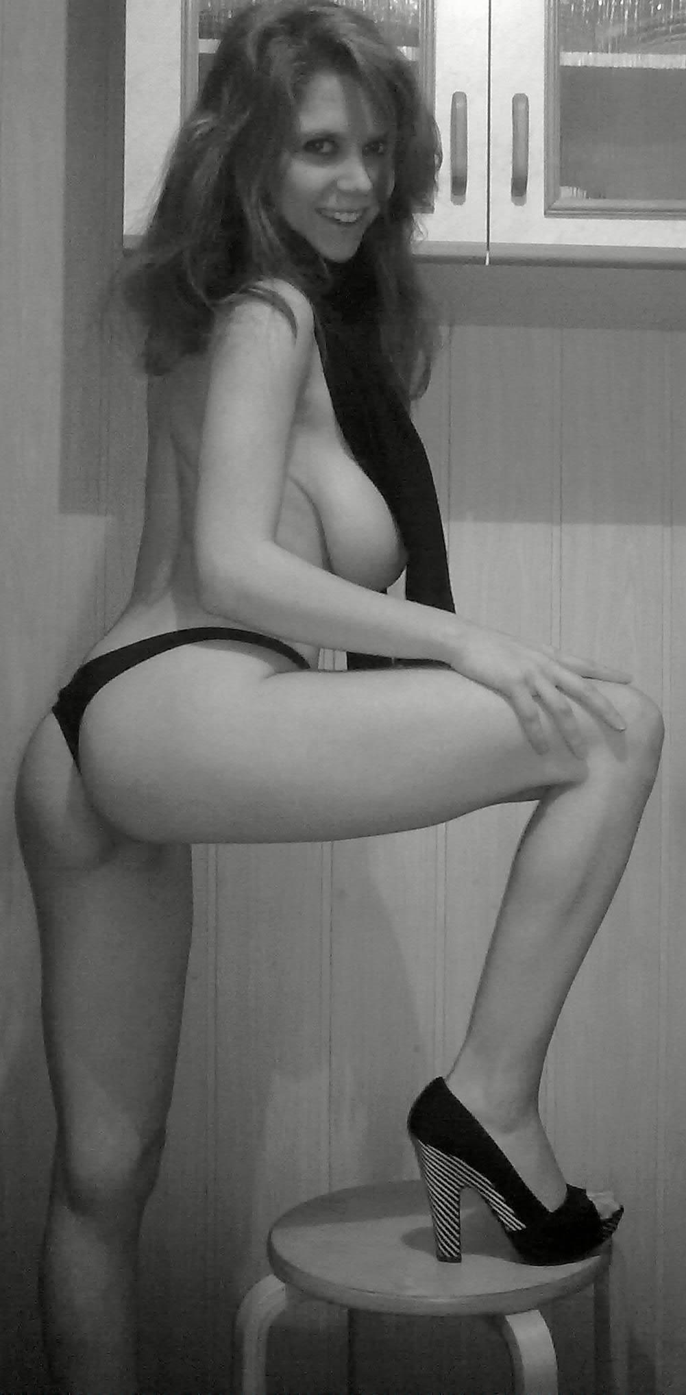 Скайп девушки онлайн которая покажет грудь 12 фотография
