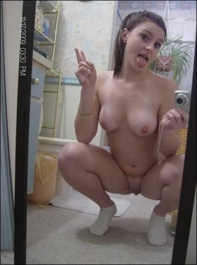 Фото голых девушек перед зеркалом