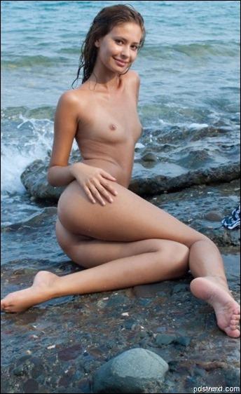 Голые пляжные девушки