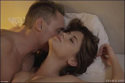 Молодая красотка в эротическом видео