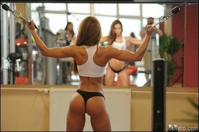 Спортивная девушка с красивой попкой
