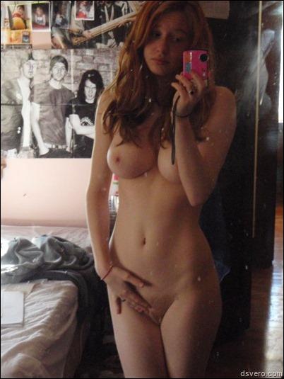 Юные девушки фотают сами себя голых