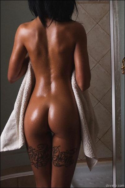 Сексуальная загорелая спина и попка