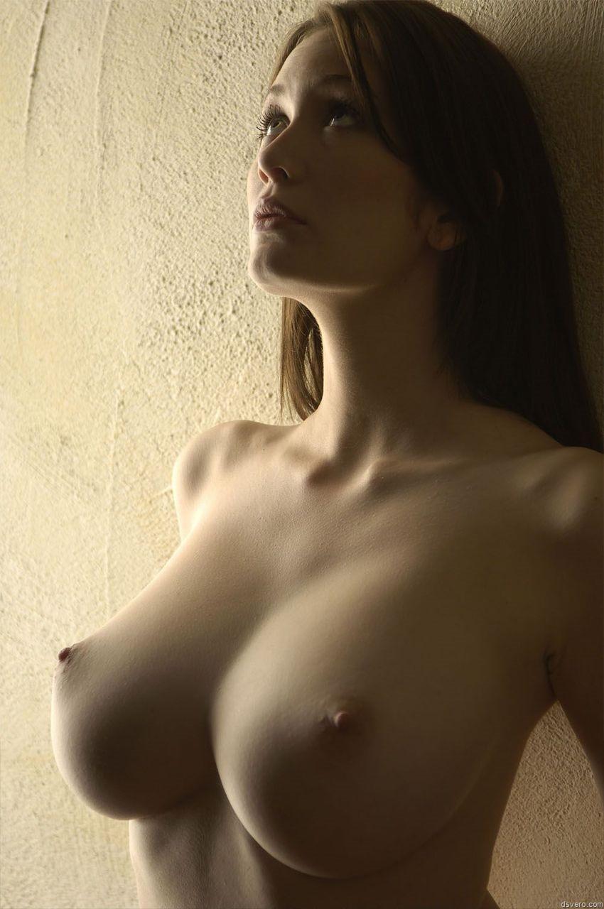 Смотреть как выглядят очень красивые девушки голые очень большая грудь десятый размер груди 20 фотография