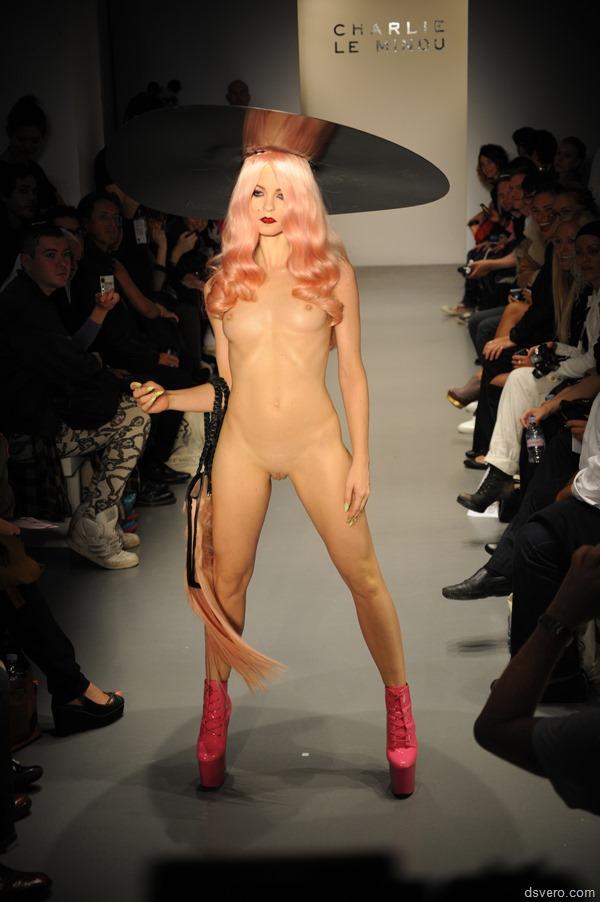 порно голые модели на подиуме