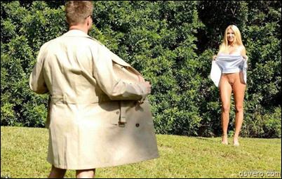Девушка в юбке: Вид снизу