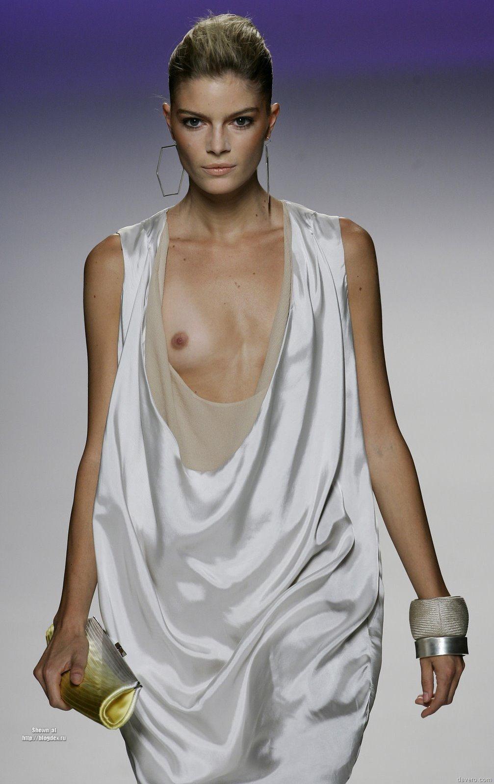 Обнаженная Грудь Мода