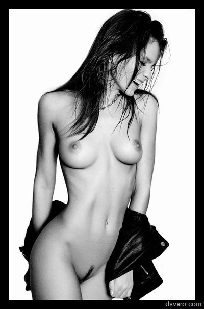 Черно-белые эротические фотографии