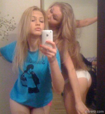 Девушки фотают самих себя (одетые)