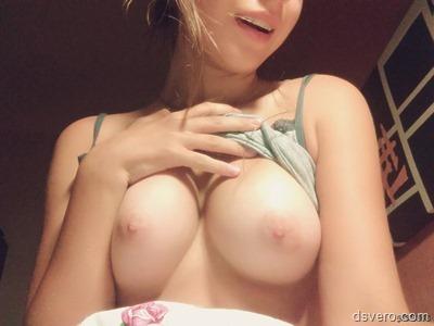 Молодые девки фоткают себя голых