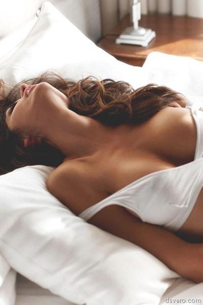 Утро, девушки, нежность, постель…