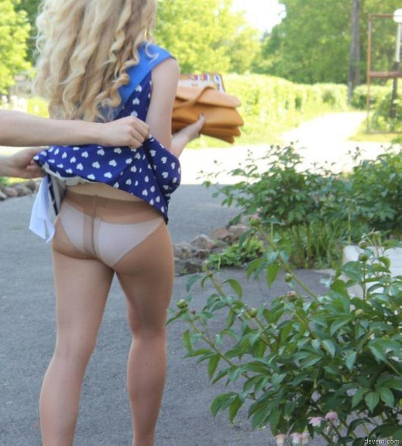 фото девок с залраными юбками