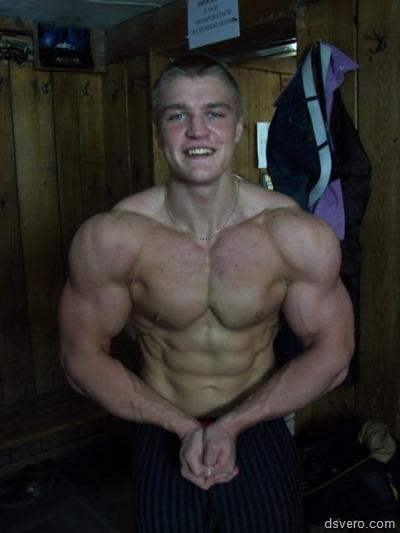 Красивые и мускулистые мужчины