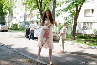 Голые девушки в общественных местах