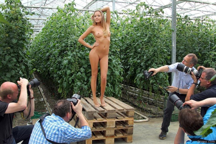 Публичные фото голых девушек