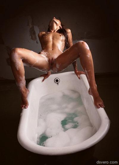 Девушки в ванной, девчонки в душе