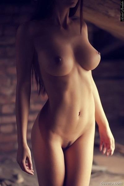 Пара красивых женских голых тел