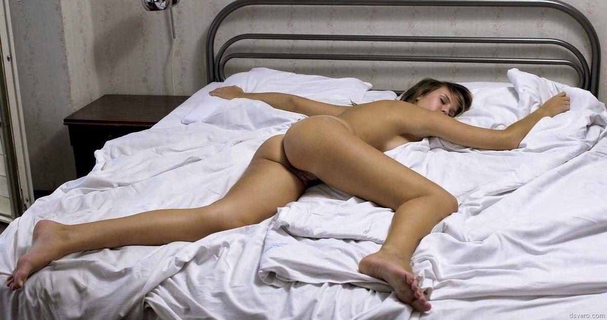 фото спящих писек женщин
