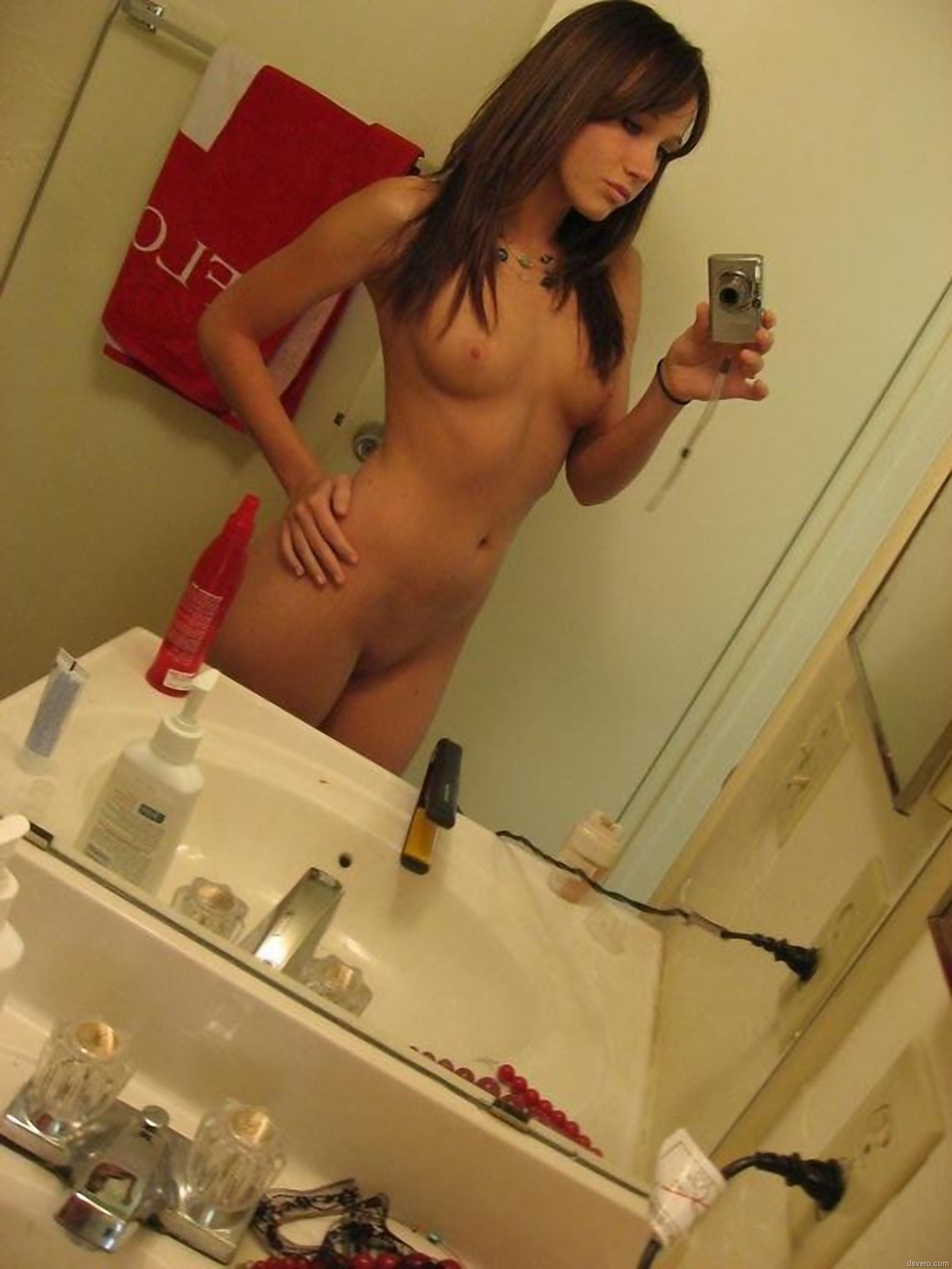 Фото обнажённых девушек перед зеркалом 6 фотография