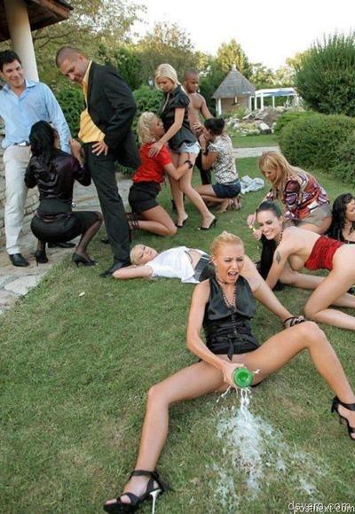 Майли Сайрус с голыми сиськами