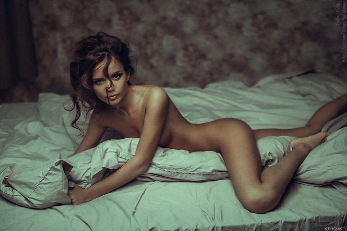 Юнные голые девушки фотосессии в кровати 8 фотография