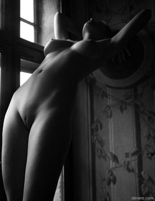 Красивые голые девушки черно белые фото