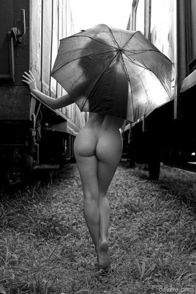 Черно-белые фотки с голыми девушками