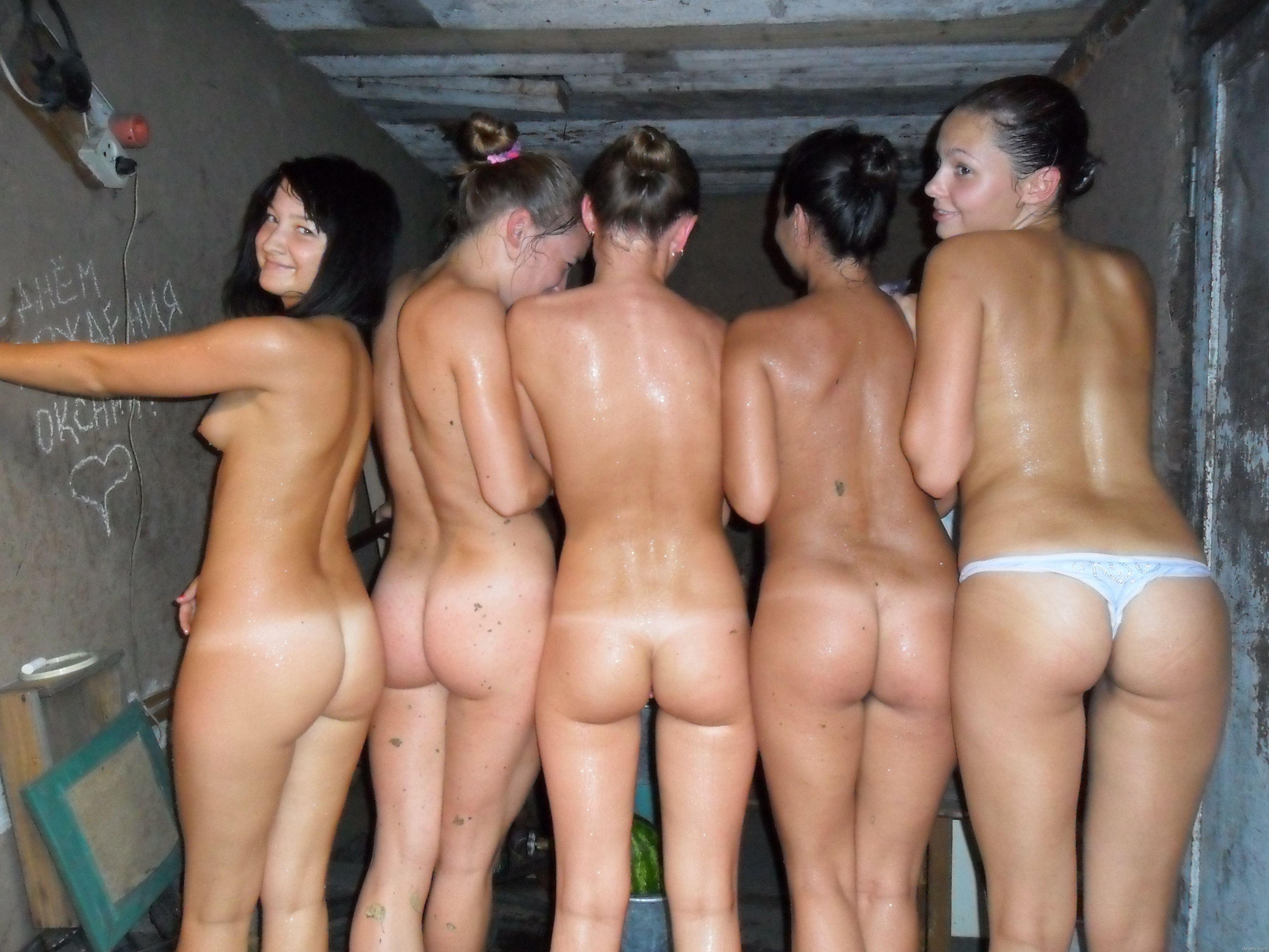 Порнушка русские молодые девахи с большими жопами в сауне 27 фотография