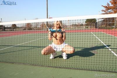 Сексуальная блондинка-теннисистка