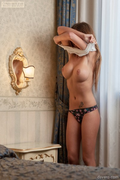 Связанная голая девушка на фото