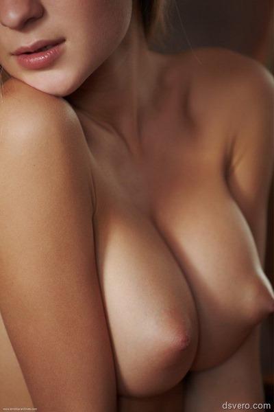 Фотки девушек с голыми сиськами