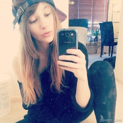 Молодая красивая голая девушка Alice