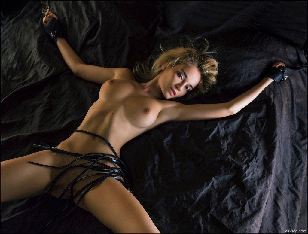 Прикованная девушка фото бдсм 27 фотография