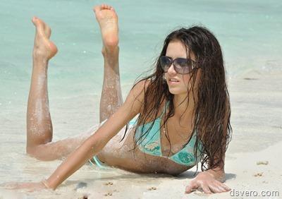 Голые и почти голые девушки на море