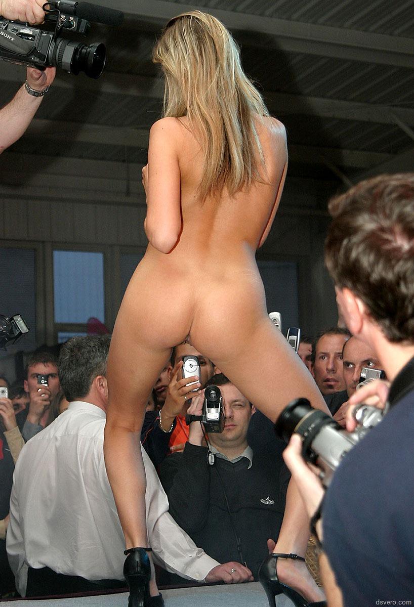 Смотреть публичные порно шоу 5 фотография