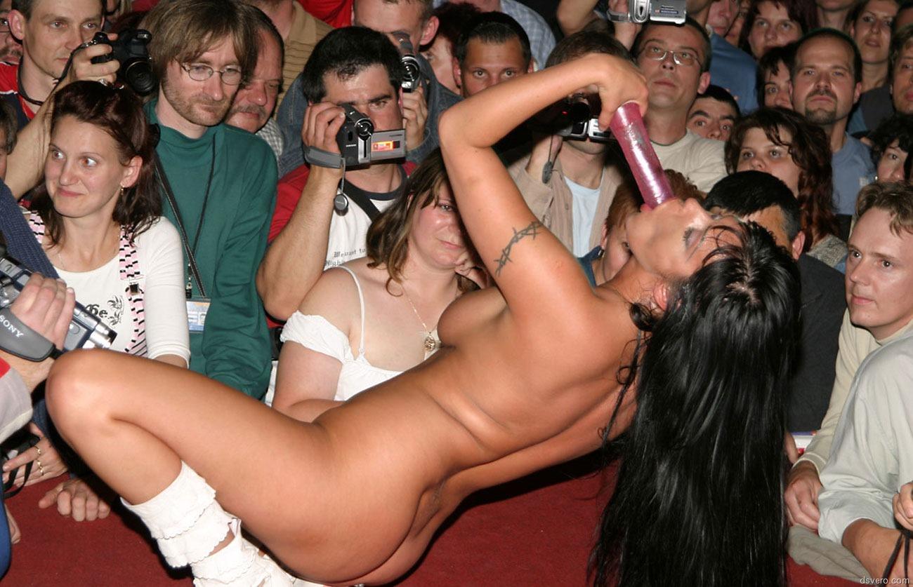 Смотреть эротические шоу в клубах 16 фотография