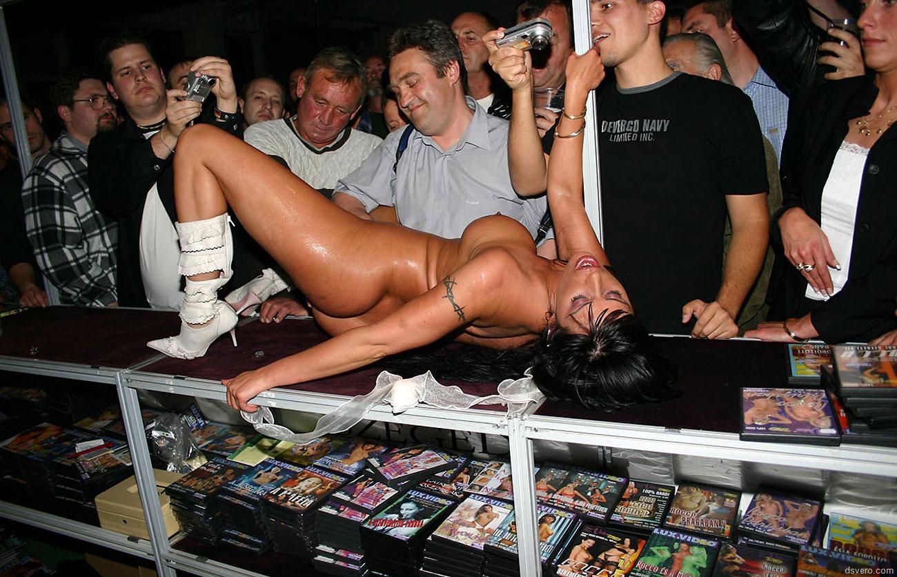 Публичные секс шоу 10 фотография