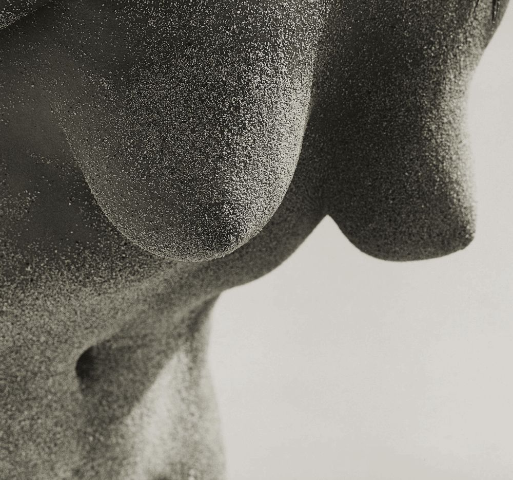 Гифка с голой женской грудью