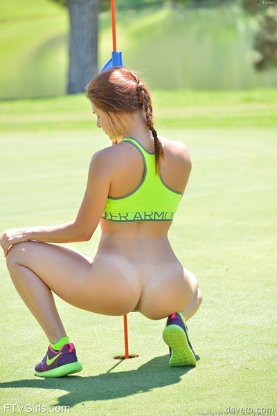 Спортивная голая молодая девушка