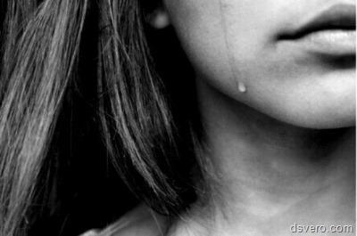 Женские слезы и женская голая грудь