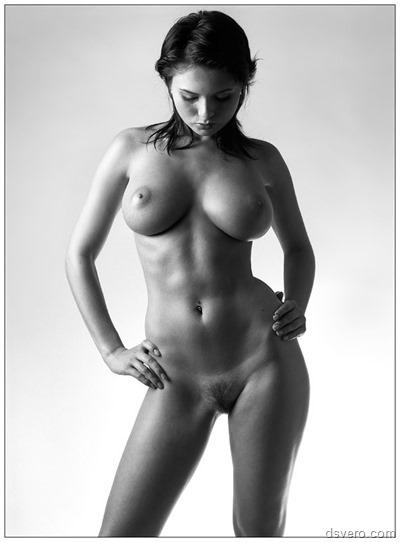 Симпатичные голые девушки позируют