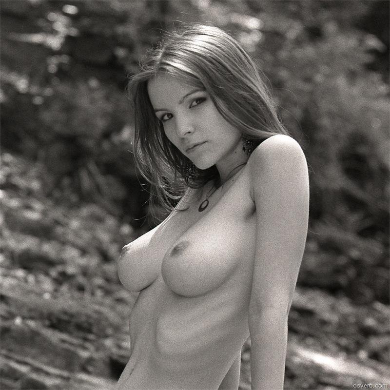 большая грудь торчит из пены фото