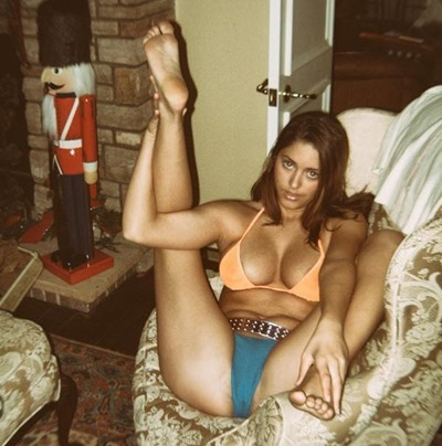 Личная фотография девушки в трусиках