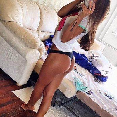 Жопоселфи: девки фотают свои попки