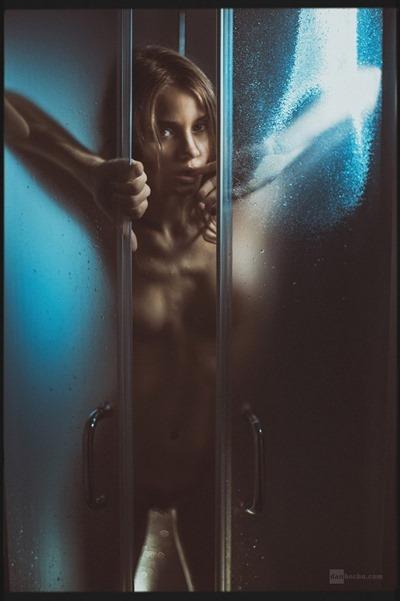 Kris Strange: Красивая и голая девушка